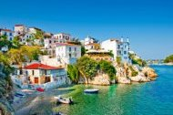 Chartering a yacht to Skiathos in Greece